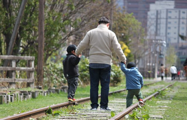 両親とも背が低い場合は、子どもも必ず低くなってしまうのでしょうか?